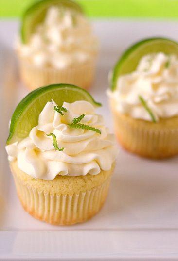 Nice spring cupcakes  Superlekkere lente-cupcakes met kokos, framboos, limoen, MARGARITA!!!!