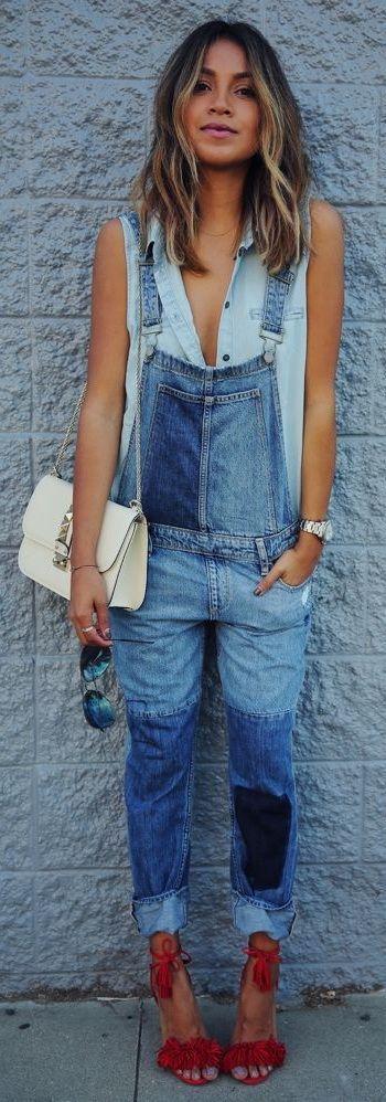 macacão jeans corpo baixo com camisa tbm em jeans! mix de tons no denin! amei, e sem as mangas e decote aberto ficou bem sensual.