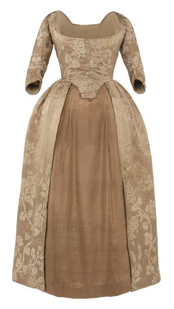Damask robe a l'Anglaise with floral pattern, 18th century </br> © CSG CIC