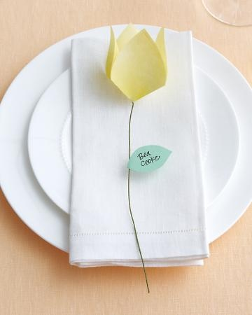 Folded-flower place cards are easily made using origami paper. #nice