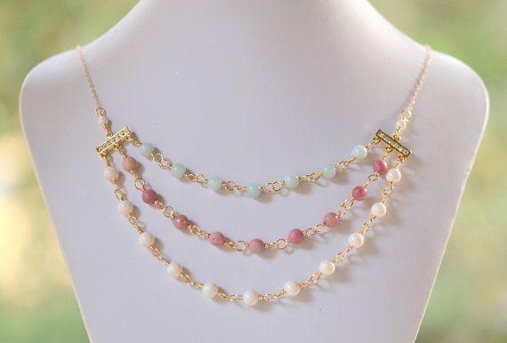 Triplo filo istruzione collana con Amazzonite e Rhodonite gemme e Gem-perle Swarovski avorio. Pietra preziosa collana di istruzione in oro.