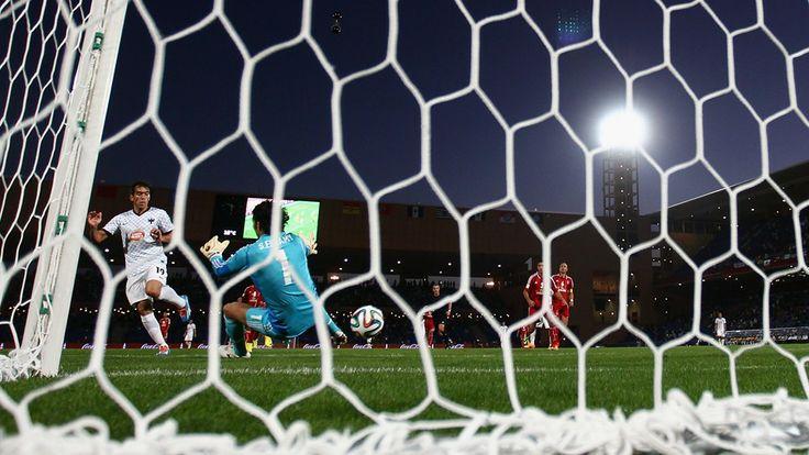 MARRAKECH, Marruecos - el 18 de diciembre: Cesar Delgado del CF Monterrey Anota do Segundo un 5-1 Durante la Copa Mundial de Clubes de la FIF ...