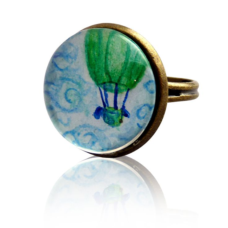 Green hot-air balloon – ring painted with a hand