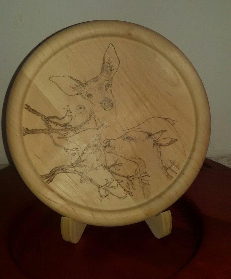 Tagliere in legno pirografato  Natura cervi #sanacreazioni #handmade #pirografia #creatività  Pagina facebook Sana creazioni  REALIZZO SU COMMISSIONE