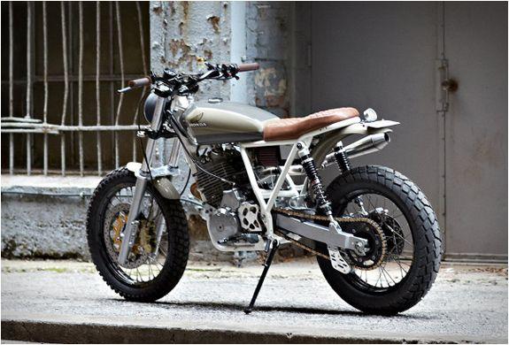 A Cabin Fever é baseada em uma Honda XR650, a qual quase não se reconhece depois do trabalho feito por Daniel Peter, um fotógrafo profissional e amante fervoroso de motos que quando não está fotografando, está viajando nesta ma