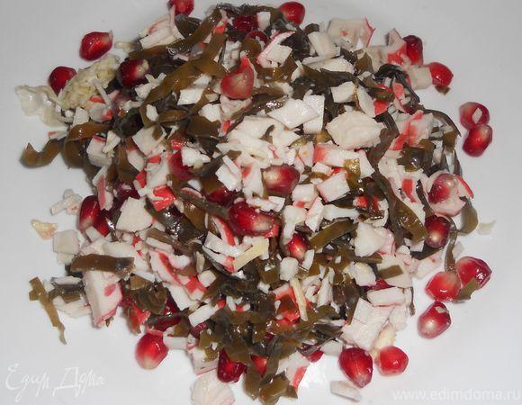 Салат из морской капусты, крабовых палочек и граната | Официальный сайт кулинарных рецептов Юлии Высоцкой