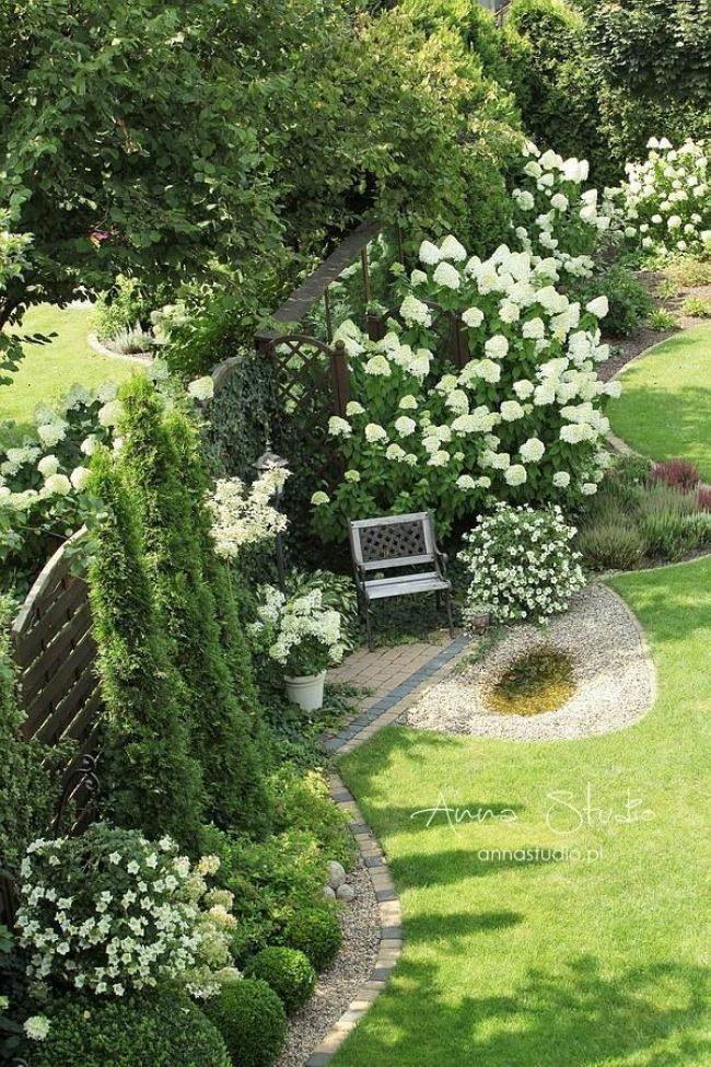 Maybe space for a bench or seating on pea gravel along north fence? Sitzplatz im...