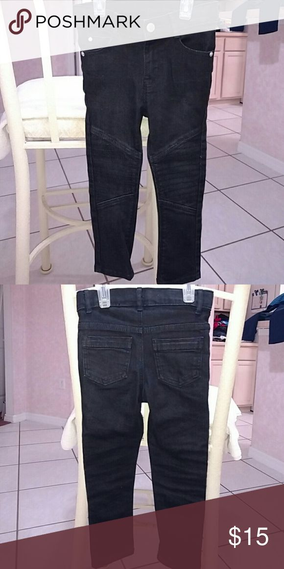 Toddler boy pants Never worn before! In great condition! Toddler boy Oshkosh black skinny jeans! Really stylish and cute! Osh Kosh Bottoms Jeans