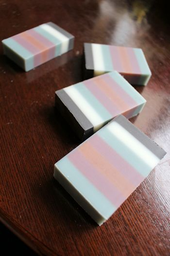 和カラーの7列デザイン石鹸 新潟 手作り石鹸の作り方教室 アロマセラピーのやさしい時間