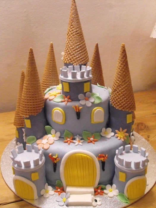 g8 images: Fairy castle cake :)