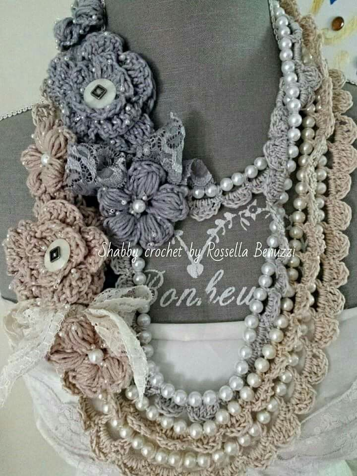 Cotton, roses and pearls