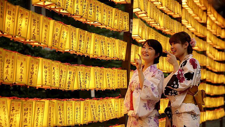 Kimimasa Mayama / EFE - Mulheres vestindo trajes tradicionais participam do evento no Santuário Yasukuni, em Tóquio. Foto: Kimimasa Mayama / EFE