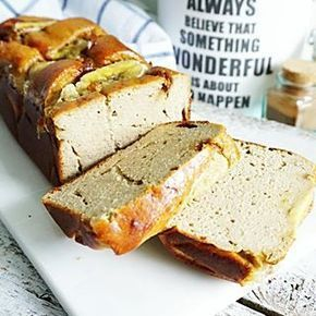 HUTTENKASE BANANENBROOD een enorm eiwitrijk bananenbrood en deze is zo smeuïg ik heb sindskort een nieuwe #keukenmachine van @kitchenaid_nl en die mengt fantastisch! Dit bananenbrood recept heb ik nu voor je online gezet, link in bio. Ik zit inmiddels in Antwerpen. Qualitytime met de bf ❤ duiken jullie de keuken in voor deze beauty? #essiehealthylife - - #suikervrij #huttenkase #cottagecheese #healthybread #bananenbrood #glutenvrij #gezondrecept #fitgirlsnl #dutchfoodie #ontbijt #fit...