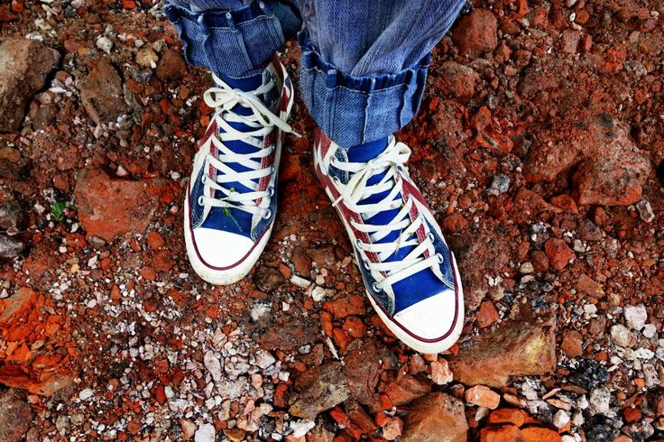 💬 Get this free picture Person in Blue Denim Jeans in Blue and White Sneakers    ▶ https://avopix.com/photo/42070-person-in-blue-denim-jeans-in-blue-and-white-sneakers    #footwear #shoe #covering #lace #running shoe #avopix #free #photos #public #domain