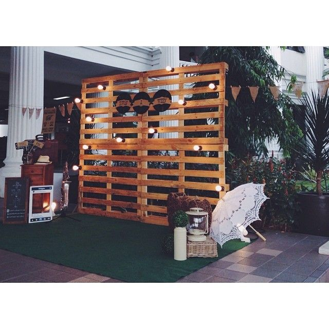 wedding, pelamin, wedding dais, dais, diy, pallet, rustic wedding, malaysia, malay wedding, ombre, paper flower, giant paper flower, rustic, kahwin, tunang, engagement, bulb, light bulb, vinyl record, hipster