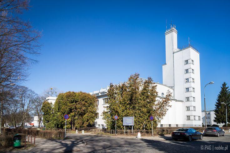 Zespół budynków Akademii Wychowania Fizycznego wybudowany w latach 1928-30 w Warszawie  The University of Physical Education buildings (1928-30) in Warsaw, Poland