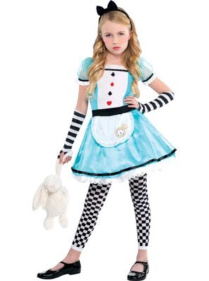compare and contrast alice in wonderland new and old movie Alice's adventures in wonderland is a familiar story of a girl named alice that falls down a rabbit hole and finds herself in a nonsensical fantasy world inhabited by many colorful and peculiar creatures.