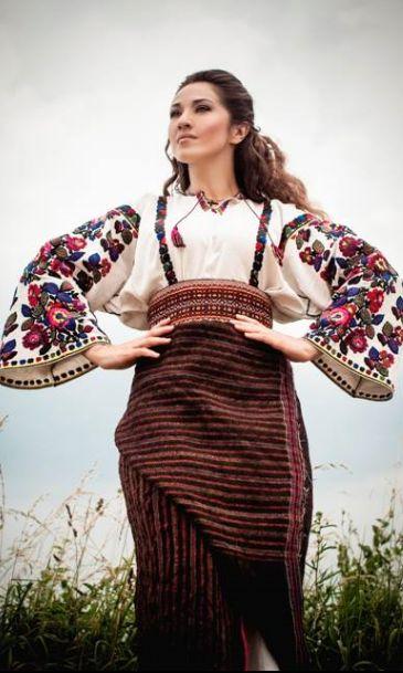 Hасолоджуємося  співом Наталки Карпи у Львівській Опері .W Ukraine, from Iryna