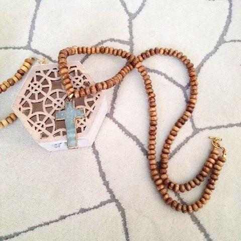 〰 Μακρύ κολλιέ από σανδαλόξυλο με επίχρυσο τυρκουαζ (ημιπολυτιμος λίθος) /Long necklace featuring sandalwood with gold plated turquoise semiprecious stone 〰 ➖Neclace Love ➖ #sandalwood #turquoise #beads #stones #love #erminakass #statementnecklace #necklace #handmade #greekdesigner #greekdesigners #fashionista #instafashion #instalove #instacool #instastyle #style #fashion #blogger #bloggers #fashionbloggers #styleblogger #fashion #style #fashiondiaries #jewelrygram #support_greece ...
