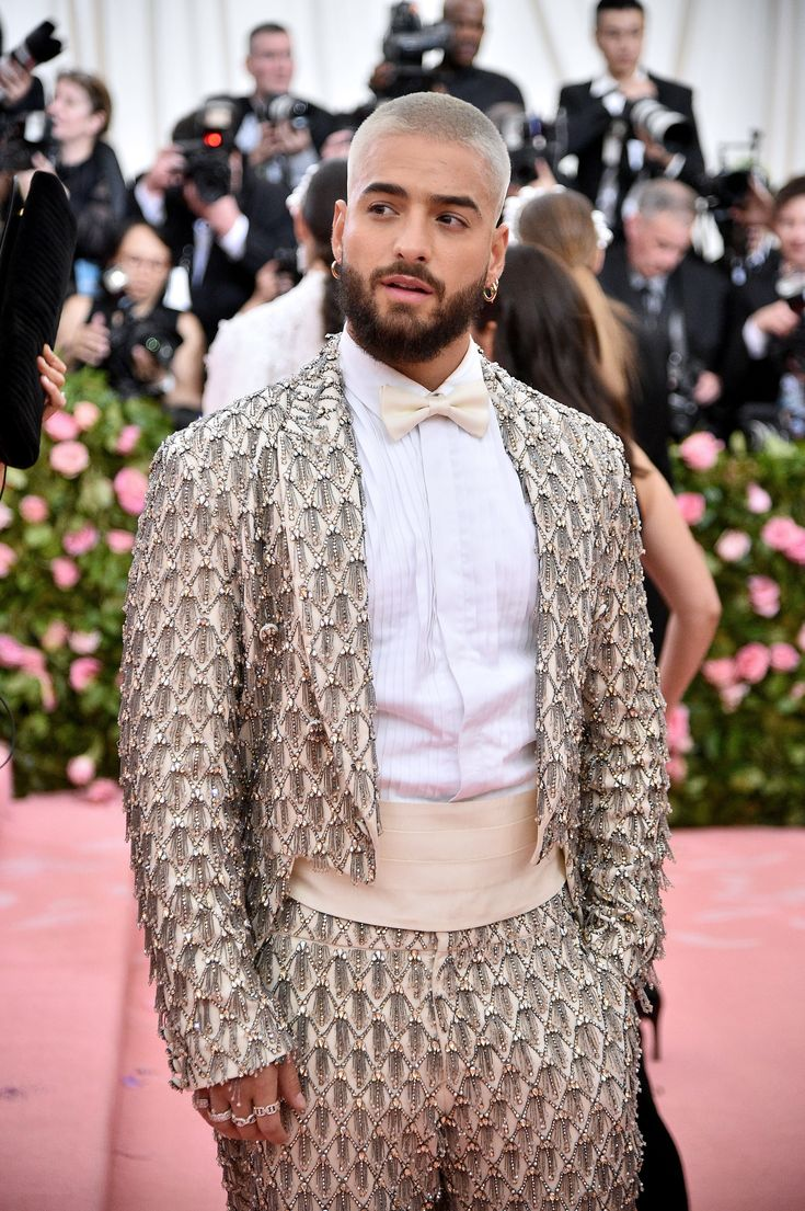 Livia Firth Wears the Ultimate Recycled Look to the Met Gala - Vogue 4 Babys Maluma, Maluma Y Ricky Martin, Maluma Style, Met Gala Red Carpet, Silver Blonde, Donatella Versace, Costume Institute, Men's Fashion, Celebrity Look