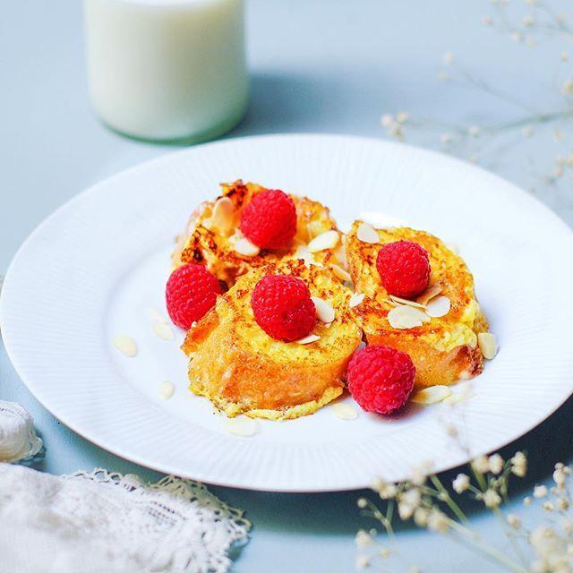 Quoi de mieux que de commencer un vendredi matin par un délicieux pain perdu framboises et amandes 😍👌 Pour celles et ceux que ça intéresse, la recette est sur le blog (lien direct dans ma bio)