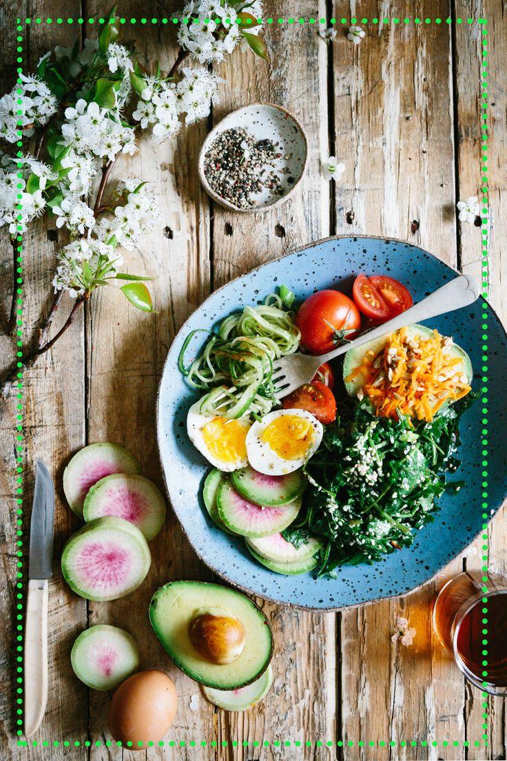 Bomba energetyczna na początek dnia! Jajko, awokado, pomidor, szpinak, rzodkiew i odrobna sera cheddar! Mniam!