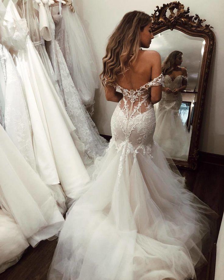 Wir lieben die Tüllschichten in diesem Brautkleid. Einfach ein Muss auf Ihrer O…