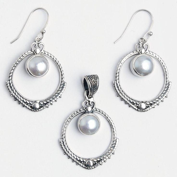 Set cercei și pandantiv Aruna, argint și perle de cultură, India  #metaphora #jewellery #jewelryset #silver #earrings #pearl #pearls #india