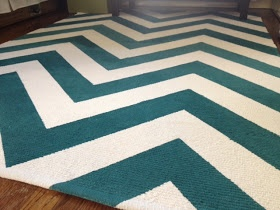 IKEA Hackers: Chevron rug DIY - step by step how to make your own chevron rug. Brilliant