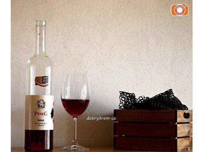 Rubinus - víno z černého rybízu ve stylu rosé