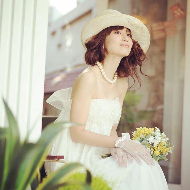 ✨switchスタイリング✨ 夏はストローハットで涼しげなスタイリングはいかが? ヘアもふわっと無造作に仕上げて帽子とバランスよくこだわりのスタイリングで雑誌の1ページのような1枚を  @switch.omotesando .  #フォトウェディング  #エンゲージメントフォト #ウェディングフォト#フォトスタジオ  #ウェディングドレス #タキシード #前撮り #後撮り#結婚式 #プレ花嫁 #卒花嫁 #switchomotesando #スウィッチ #原宿 #プレ花嫁 #卒花嫁 #switch撮影レポ #2016秋婚 #2016冬婚 #2017春婚 #switch表参道 #表参道 #写真好きな人と繋がりたい #ウェディングニュース