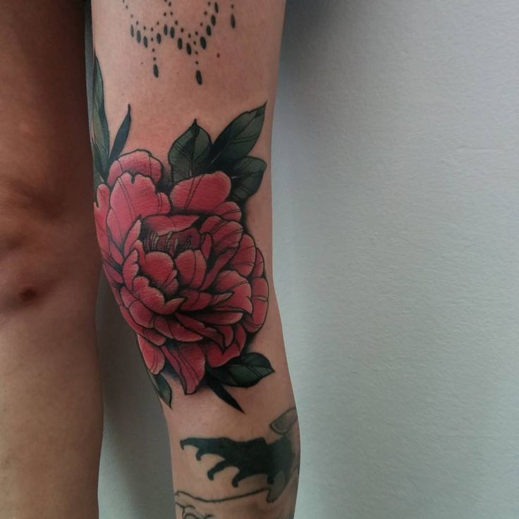 Knee floral tattoo by Done Marlen McKey