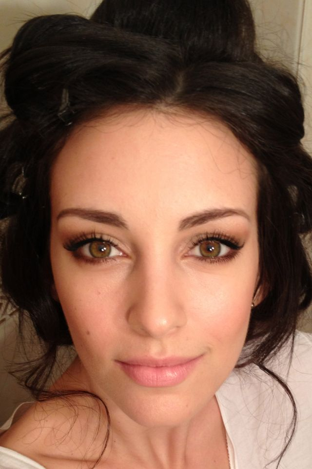 Makeup for hazel eyes and dark hair