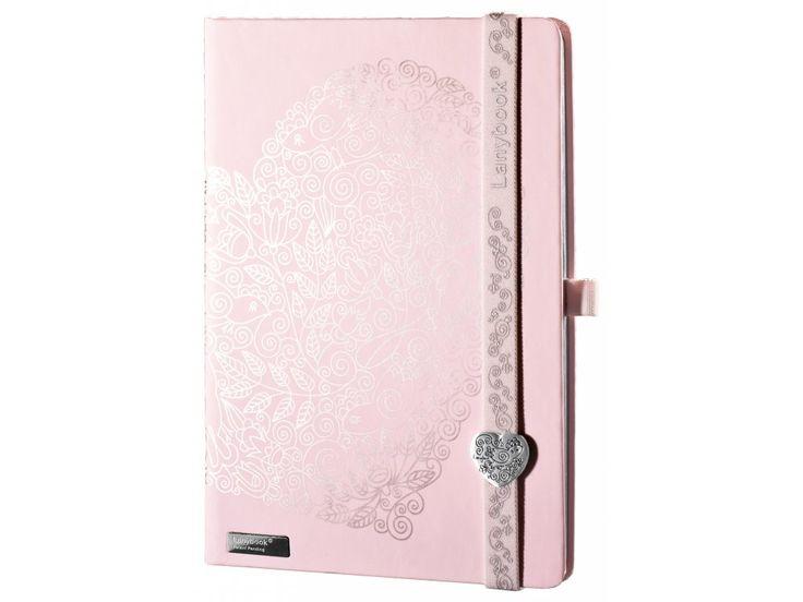 Krásný Lanybook v růžové barvě s potiskem a Lanybuttonem ve tvaru srdce.