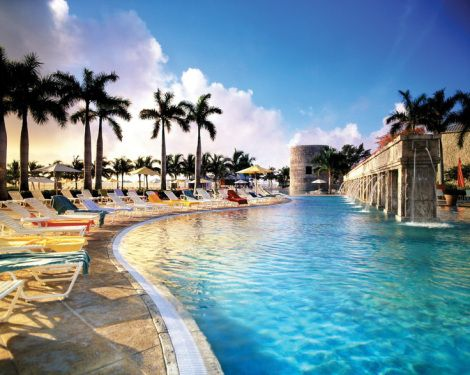 Grand Lucayan Bahamas -Located in the Bahamas, the Grand Lucayan & Golf resort (Grand Lucayan) features over seven acres of soft, sandy beach. Ideal for a family vacation, the all inclusive resort has 478 tropical-inspired guest rooms and suites to accommodate families of every size.