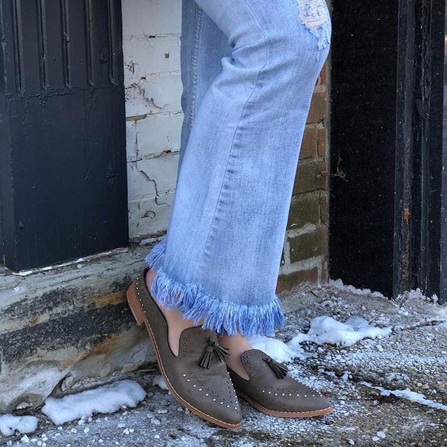 Who else is loving this weather?  were sliding into the week like...hope this weather stays Adeline studded slide ($88) and the newest fringe bottom jean Alexa frayed bottom jean ($68)  Buy in store or get  FAST & FREE SHIPPING from Ohio Sanitystyle.com 440.893.9279 sales@sanitystyle.com  to order or shop in store     #sanitystyle #sanitychagrinfalls #shoplocal #chagrinfalls #shopchagrinfalls #boutique  #freeshipping #cleveland #clevelandfashion #clevelandstyle #style #shop #cle #thisiscle…