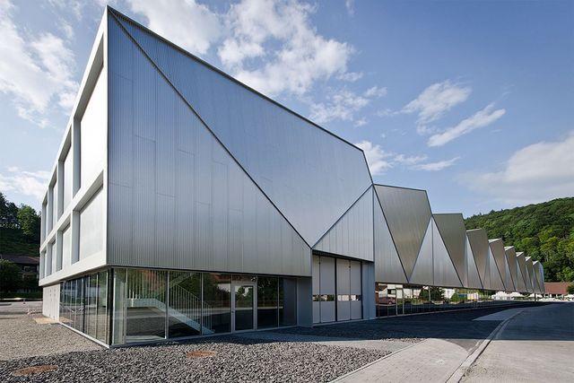 Фабрики и заводы из сугубо утилитарных сооружений превращаются в шедевры архитектуры. H&F выбрал самые впечатляющие примеры.