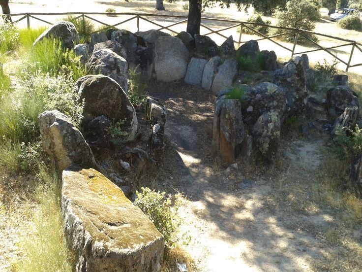 El Dolmen Tremal, similar al de Encina Grande también situado en la expléndida dehesa boyal de Montehermoso.