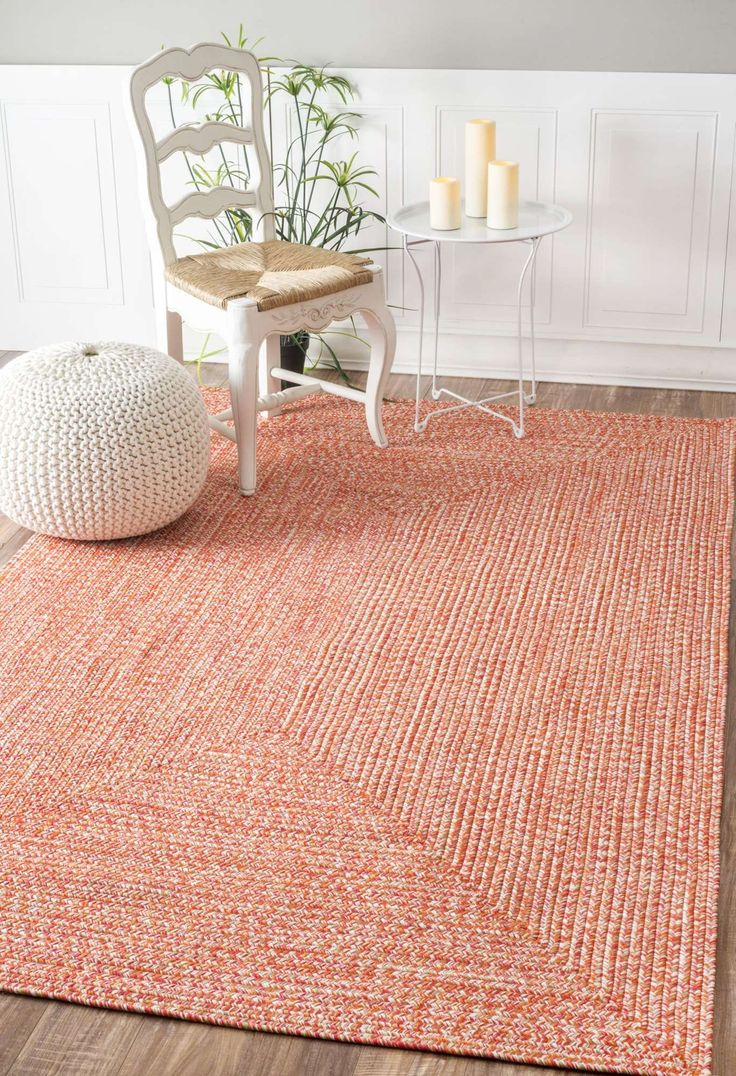 Bring this contemporary and braided rug to give an elegant and chic look to your home. Made of 100 percent polypropylene fiber, the rug is thin and easy to move around and great on durability, quality and style.