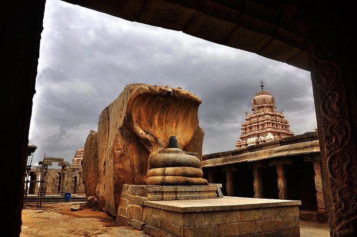 1024px-Naga_Lingam_Lepakshi_Temple_Hindupur_3.jpg (1024×680)