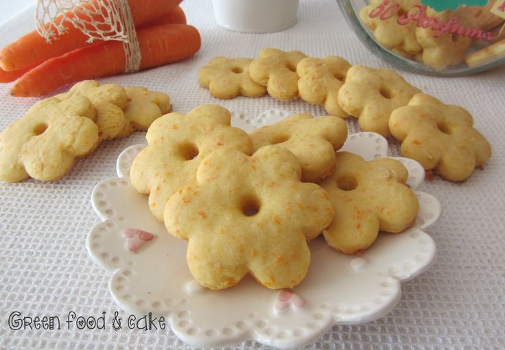 Le carote ricche di fibre e vitamine sono la base di questi biscotti alle carote, buoni e leggeri.