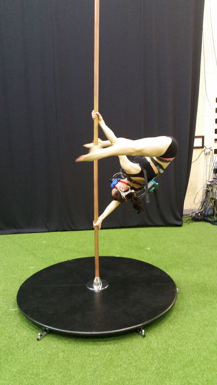 Pole dancer in Static V position, fitted with K5 wearable metabolic equipment for the measurement of oxygen consumption and other parameters.