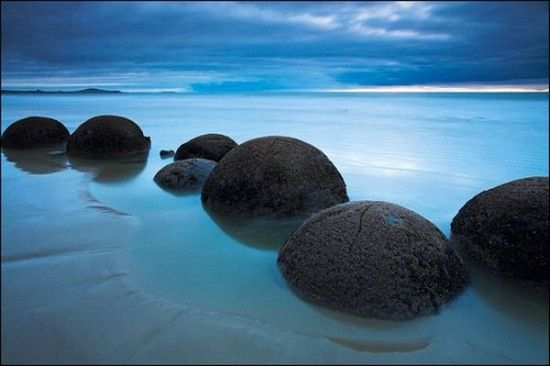 These spheres were forming for thousands of years and it is amazing how their shapes are almost perfect like they were made by humans not by the nature. Some of them are pretty big and are about 3 meters in diameter. Those boulders can be found on a Koekohe Beach in New Zealand.