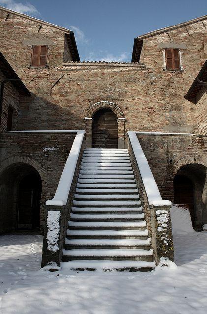 #Mombaroccio - Scalinata del palazzo dei marchesi Del Monte