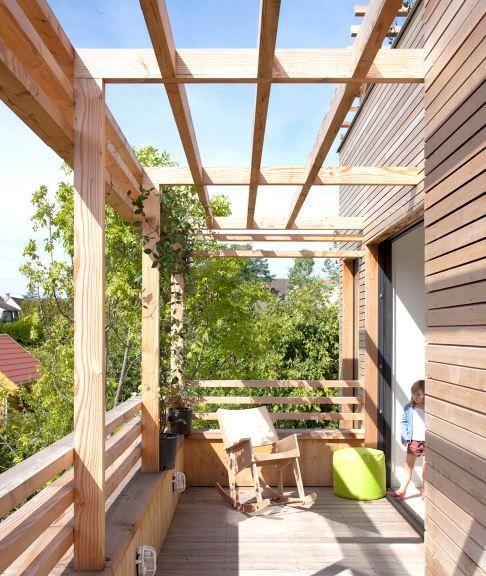 Maison en bois  toiture terrasse, pergola bois, maison atypqiue à