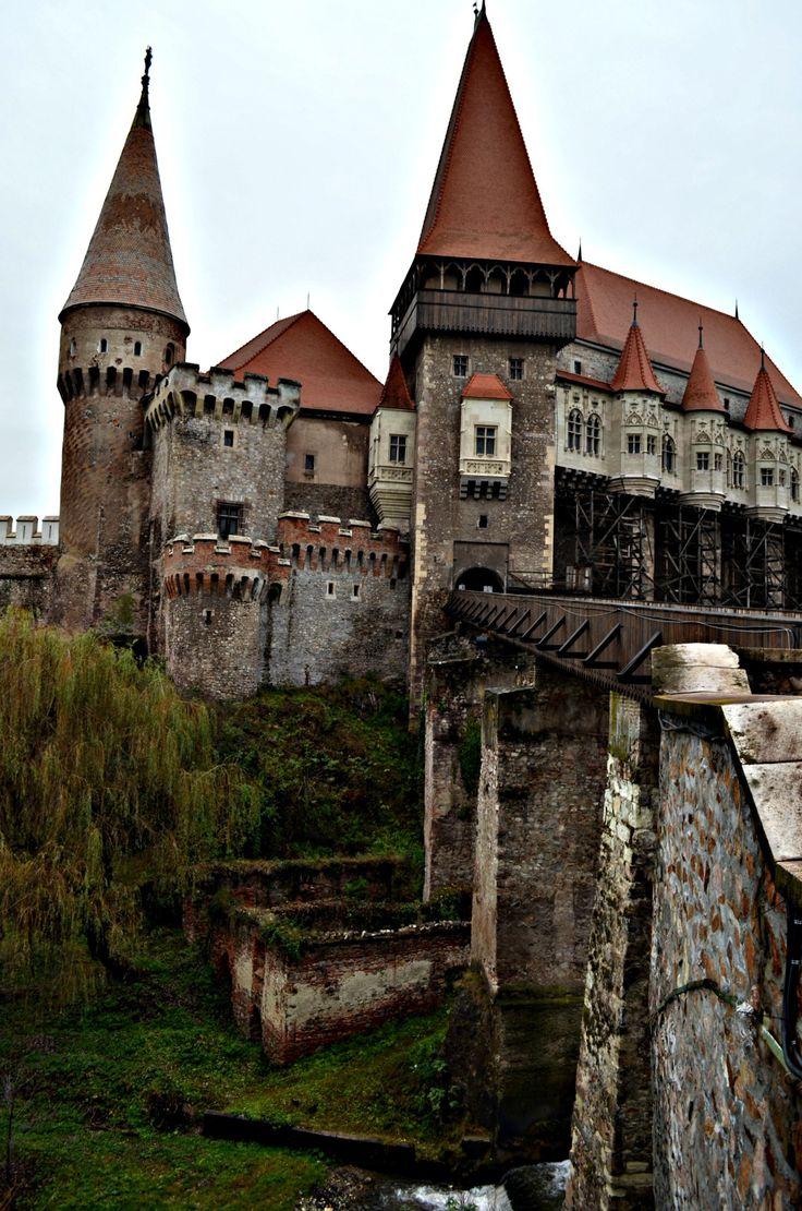 Transylvania: Corvin Castle - Roaring Romania