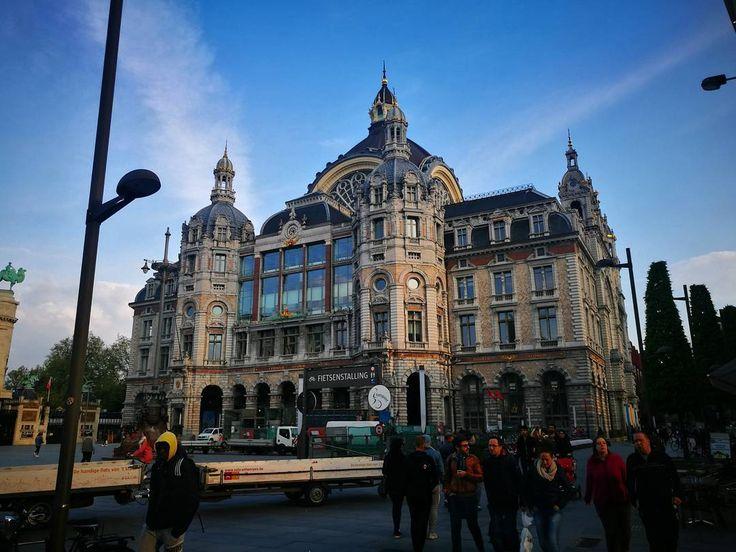 "51 Me gusta, 3 comentarios - Varna Photography (@varna_photography) en Instagram: ""#belgium #Antwerpen #HuaweiP9 #leica #photography #nightphoto #flovers #dualcam #mobilephotography…"""