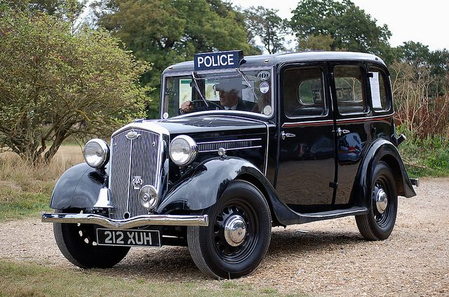1935 Police Car by John A King, via Flickr. I can just picture Tommy guns and mobsters. #antique #policecar