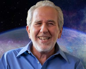 Watch Dr. Bruce Lipton explain how our thoughts change the chemistry in our bodies in this FREE video presentation. #WSIM2017