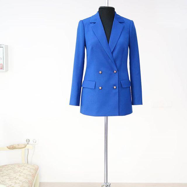 Двубортный жакет из итальянской костюмной шерсти . Выполнен индивидуально на заказ для Юлии .👸🏼  ________________________________________________  www.atelieraltanova.com